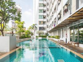 Hotel Photo: The Station Sathon-Bangrak By Favstay