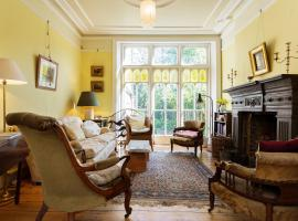 Hotel Photo: Veeve - Four Bedroom House in Islington