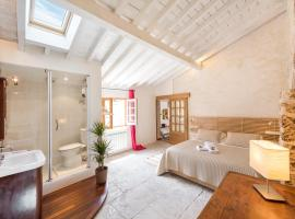 Hotel photo: ClubLord - Stunning Apartment Place de la Canourgue