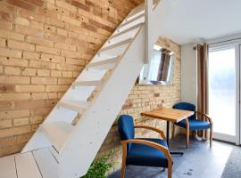 Hotel Photo: Adorable, tiny micro LOFT in High Park