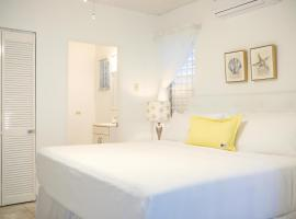 Hotel Photo: New Kingston's Deluxe Apartment