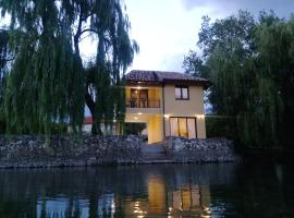 Hotel Photo: River House Buna