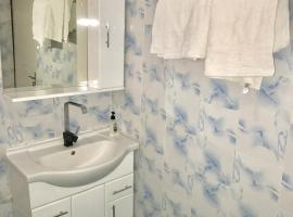 Hotel Photo: Holyoaks Private ensuite rooms