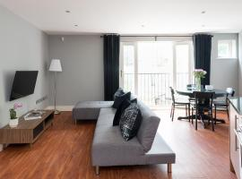 A picture of the hotel: Spacious 2 Bed Battersea High Street