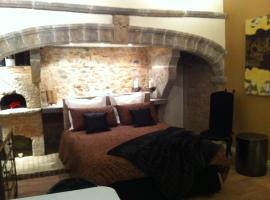 A picture of the hotel: Loge des 3 Maries
