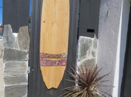 Hotel photo: Lufi Surf House Costa da Caparica