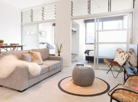 Hotel photo: TOWNY - Top Floor Tranquility - Two Bedroom