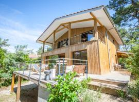 Hotel photo: Beautiful Wooden House in a Pine Forest