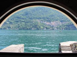 Hotel Photo: House on the lake shore of Laglio