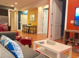 Hotel Photo: NEW! STUNNING LUXURY 2 BEDROOM - NEAR NYC TRAIN