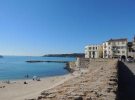 A picture of the hotel: studio vieil antibes plage