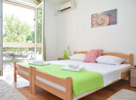 A picture of the hotel: Smile Apartman 2