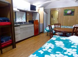 Hotel Photo: Lake Eacham Tourist Park & Cabins