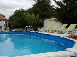 Hotel Photo: Little House in Loures