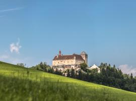Hotel photo: Schlosshotel Krumbach