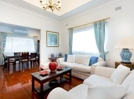 Hotel photo: 3 bed family home in leafy Inner-Western suburbs