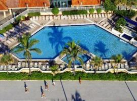 Hotel photo: Renovated Ocean view Studio with Kitchenette, 2 Beds, Steps from the Ocean