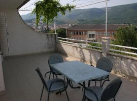Hotel Photo: Apartment Jelsa 2059a