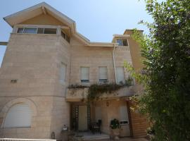 Hotel Photo: Gesharim (Magi's House)
