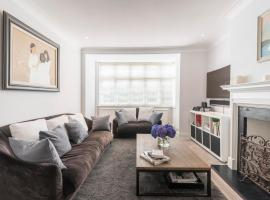 Hotel Photo: Fashionable Family home in Southfields