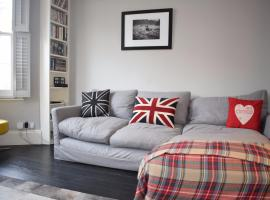 A picture of the hotel: Quirky and Attractive Two-Bed Apartment