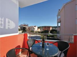 Hotel Photo: Holiday Apartment Okrug Gornji 06