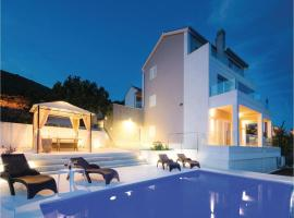 Hotel photo: Two-Bedroom Holiday Home in Seget Donji