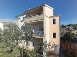 Hotel photo: Two-Bedroom Apartment in Solin