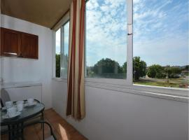 Hotel photo: Three-Bedroom Apartment in Solin