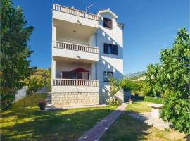Hotel Foto: Three-Bedroom Apartment in Klis