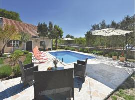 Hotel Photo: Holiday Home Suknovci 05