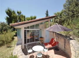Hotel Photo: Holiday Home Le Barroux Chemin De La Coste