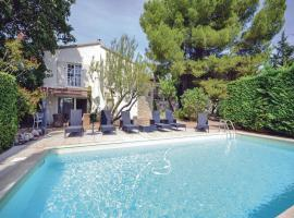 Hotel Photo: Holiday Home Isle Sur La Sorgue Route De La Roque Sur Perne