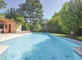Hotel Photo: Apartment - Holiday Home Isle Sur La Sorgue Cours De Verdun