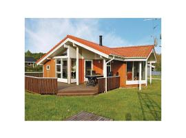 Hotel Photo: Holiday home Pøt Strandby In denk
