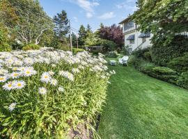 Hotel Photo: Oak Bay Guest House Bed And Breakfast