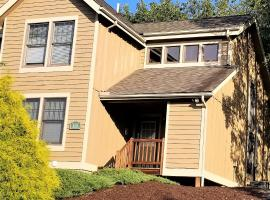 Hotel Photo: Poconos Townhome by Camelback