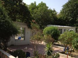 A picture of the hotel: Garden Roomz Oman