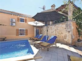 Hotel Photo: Holiday home Krvavici V