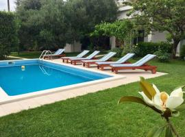 Hotel photo: Luxury apartment with private pool Queen Helena