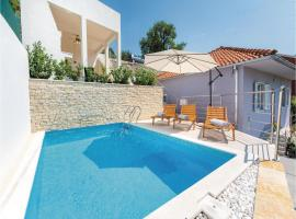 Hotel Photo: Holiday home Zrnovnica 89 with Outdoor Swimmingpool