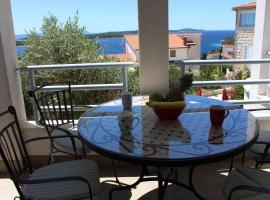 Hotel photo: Apartment & Rooms Mrcela Hvar