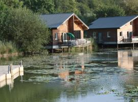 Hotel Photo: Les Cottages Du Lac