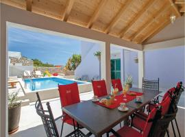 Hotel Photo: Five-Bedroom Holiday home Zavalatica with Sea View 04