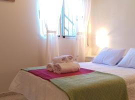 Hotel Foto: Spectacular home next to Fibes with free parking