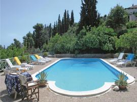 Hotel Photo: Five-Bedroom Holiday home with Sea View in Melissi Korinthos