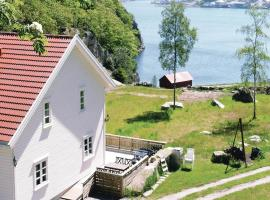 A picture of the hotel: Holiday home Farsund Øyhovden