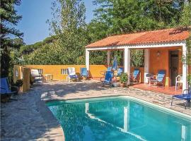 Hotel photo: Two-Bedroom Holiday Home in Colares, Sintra