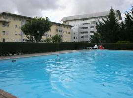 Hotel photo: In Lisbon, cozy with pool and central