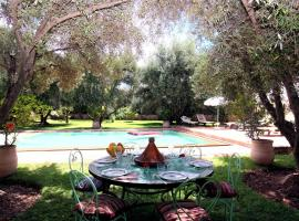 A picture of the hotel: Dar Benfredi by Location Marrakech